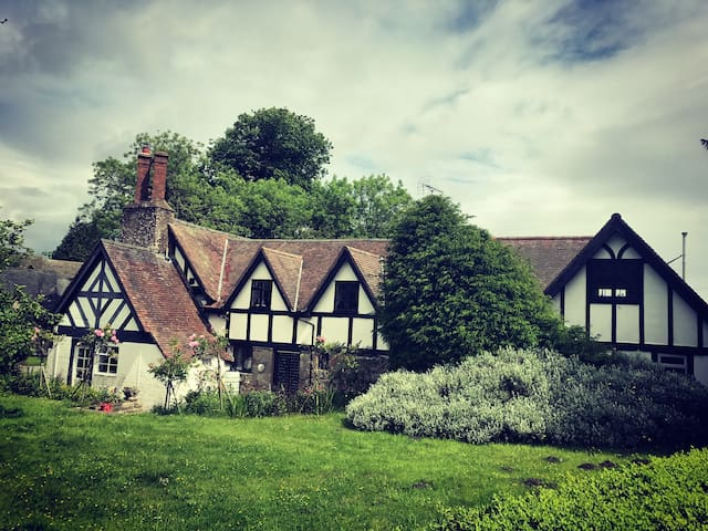 Tudor grade ll listed house with guest cottage