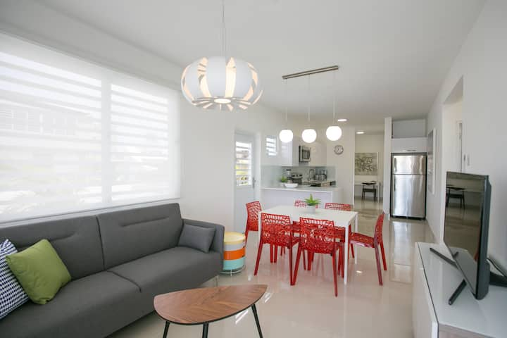 ★ Spacious with Designer Style ★    Chic Terrace