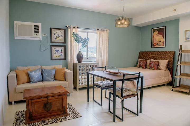 Perfect Large Top Floor Corner Studio Suite 30