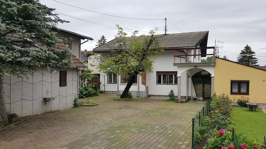 House with parking near city center in Banja Luka - Banja Luka - House