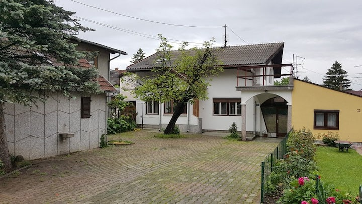 House with parking near city center in Banja Luka