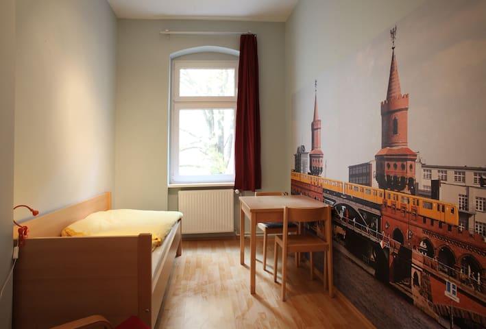 ruhiges Einzelzimmer 3.3 zum Innenhof (3. Etage)