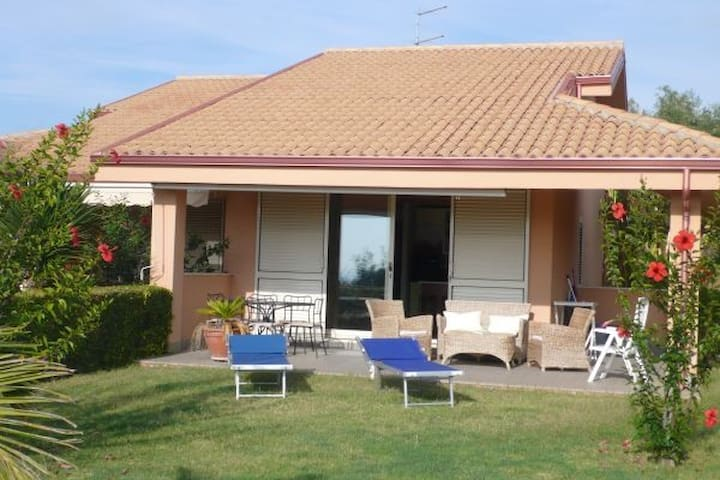 Contura: Semi detached Villa, garden & shared pool