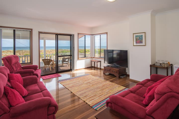 Beachfront Paradise - 3 Bed 2 Bath - Geographe - House
