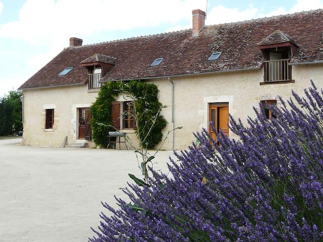 Location chambre unique /Gite de séjour Les Fosses - Guilly - Allotjament sostenible a la natura
