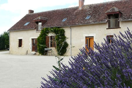 Location chambre unique /Gite de séjour Les Fosses - Guilly