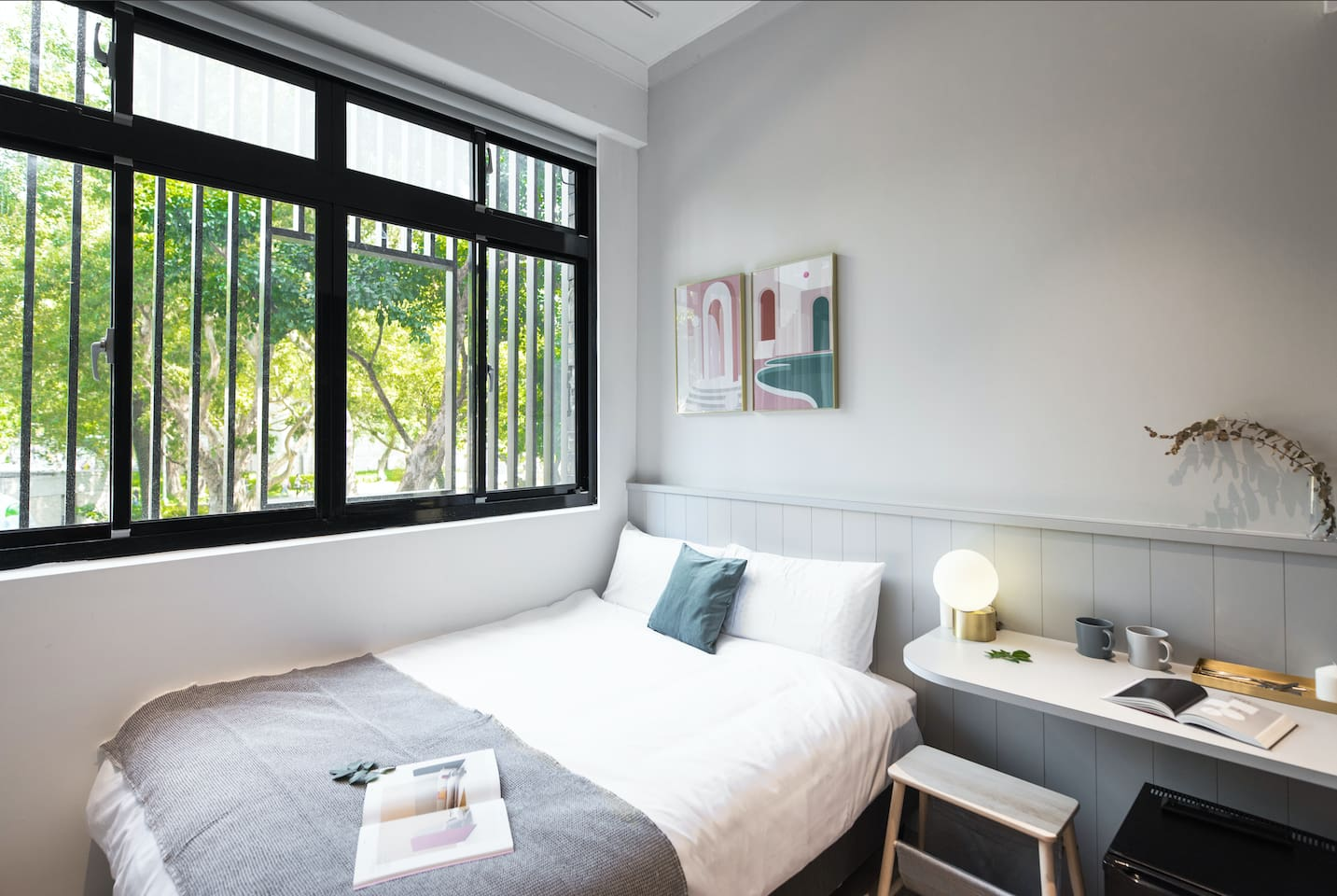 If you want to have a relaxing view from your room, this will be the best choice. You can exposure to the nature easily in Taipei City. Not only having the wonderful view but also locating conveniently.