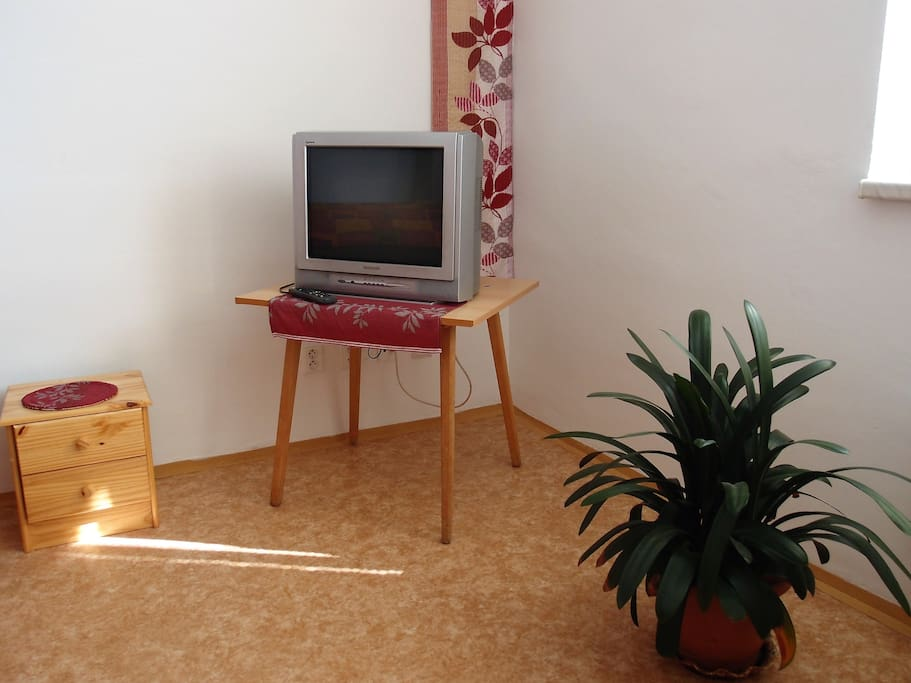 Součástí vybavení je kabelová TV a wifi EN: Including Wi-Fi and cable TV