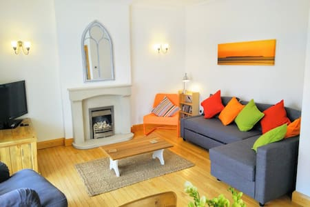 Dudley House, sleeps 6, central village location - Woolacombe - Departamento