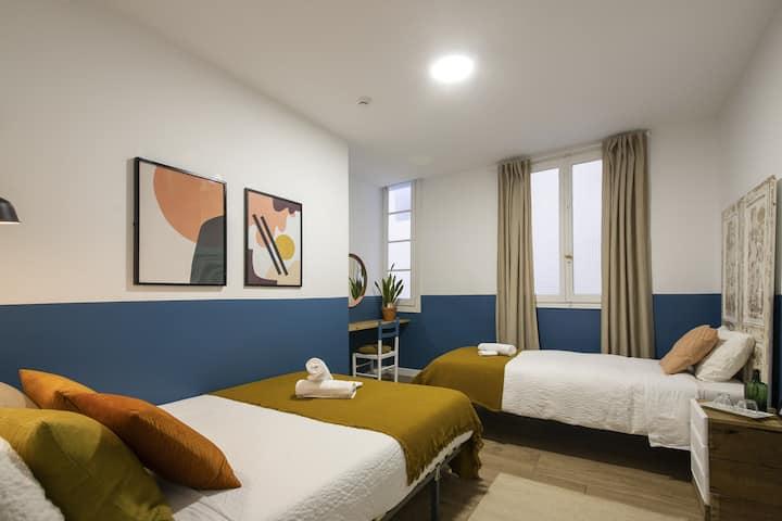 Off Beat Guesthouse - Sleep Conscious - Chambre triple Un lit double et un lit simple avec salles de bain communes