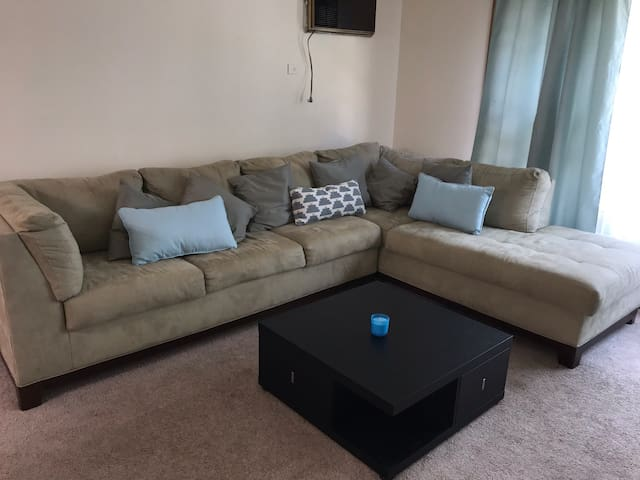 Entire 3bdr apartment close to Downtown & O'Hare