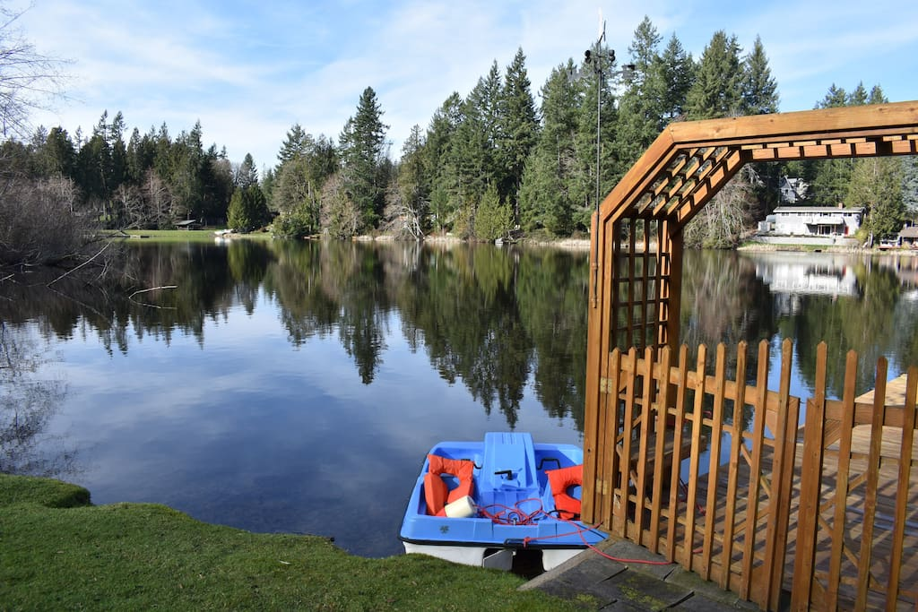 The pedal boat is ready for your lake adventure!  The dock is perfect for sunbathing, fishing or just relaxing.