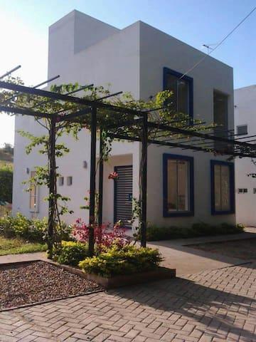 Casa Campestre - Carmen de Apicalá