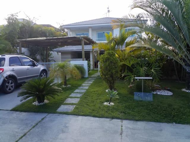 Linda casa, 4suites c/ar,  piscina, cd luxo, clube