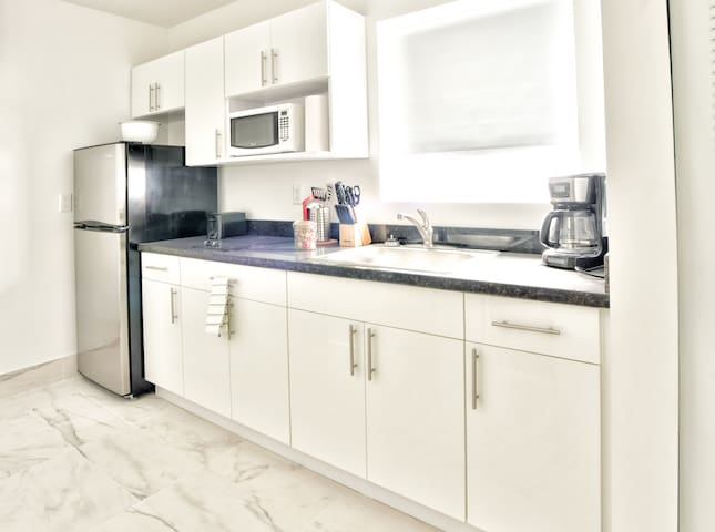 Jr. Designer Two Bedroom w/Full Kitchen  Sleeps (6) | No Cleaning Fee - D