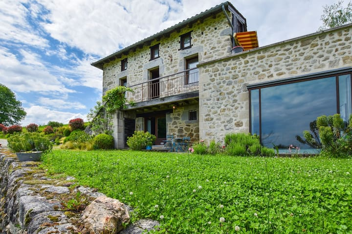 House with jacuzzi, sauna, swimming pool, beautiful view on the valley of Cantal