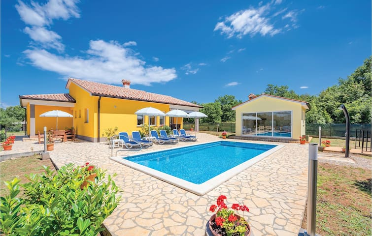 Beautiful home in Strmac with WiFi and 3 Bedrooms