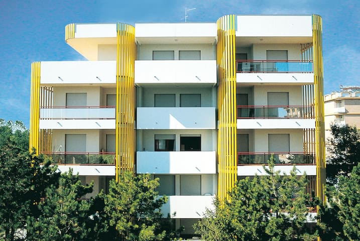apt for 4+2 persons with a/c in Bibione R26333