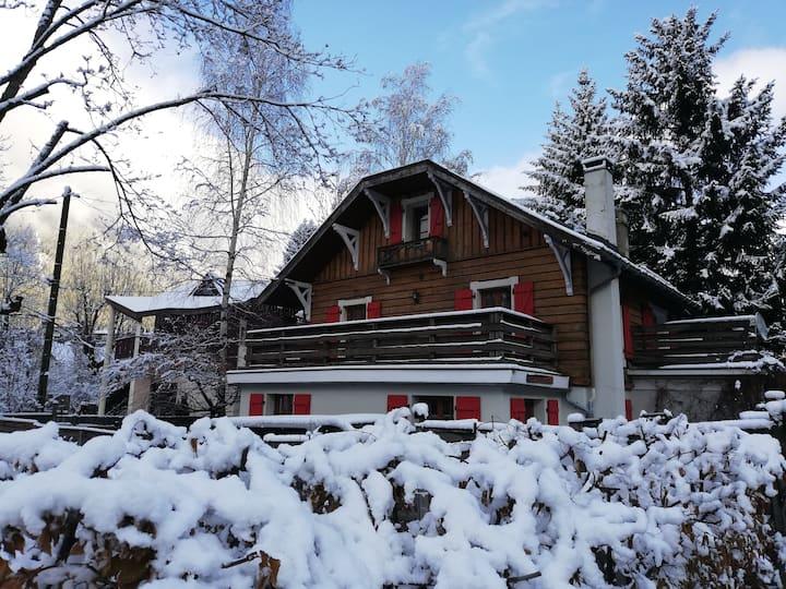 Mont Blanc Lodge - Chamonix Centre with hot tub