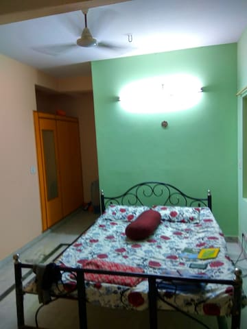 1-Room Flat for 1 or 2 persons near Indiranagar - Bengaluru - Bed & Breakfast