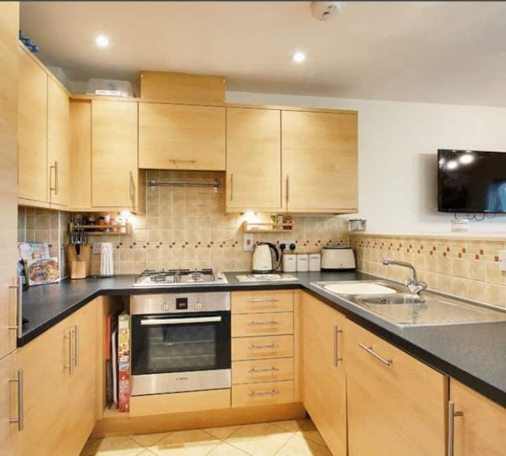 Modern 2 bed apartment,Close to Gatwick airport