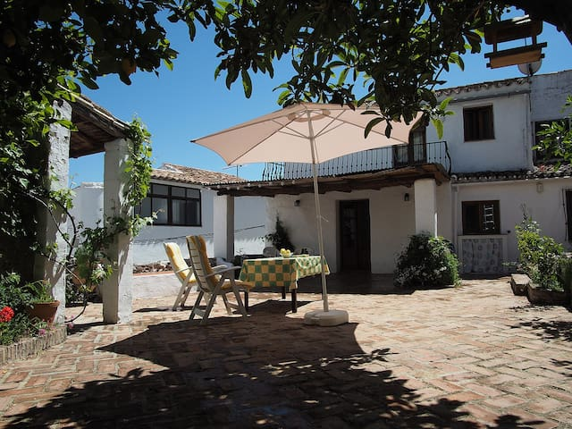 Traditional house with private patio near Ronda - Montejaque - Casa