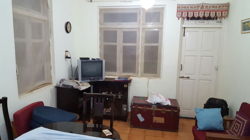 Flat is in heart of Baga, party places around - Baga - Appartement