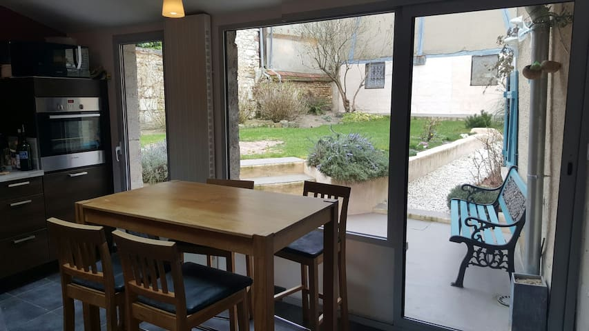 House and large garden in a quiet city center ! - Auxerre - Haus