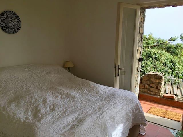 Double Bedroom (2)
