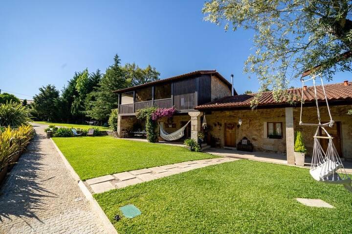 Magnífica Casa em Braga By iZiBookings