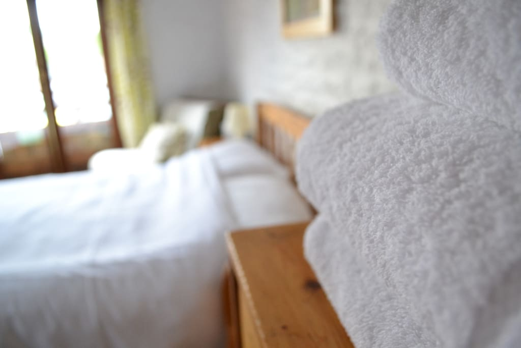 Professionally laundered pure cotton white linen & towels are provided