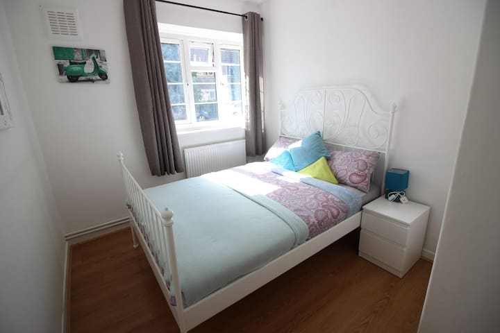 (ION-D) Private room for 2 in London
