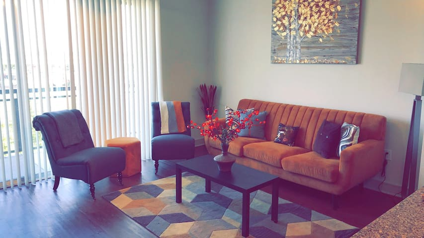 SPACIOUS FLAT  5 MIN FROM DOWNTOWN & UT CAMPUS 