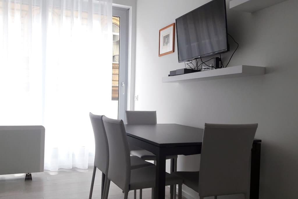 tavolo con tv