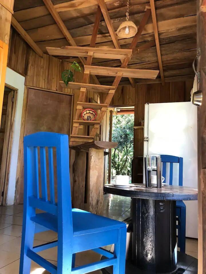 *Casa Luz* (Cozy Rustic Cabin)