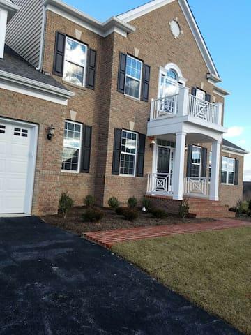 Amazing New Home in Rockville, Near DC - Derwood