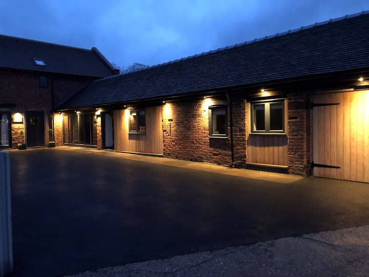 Stunning 3 Bed Family Barn Conversion in Newport.