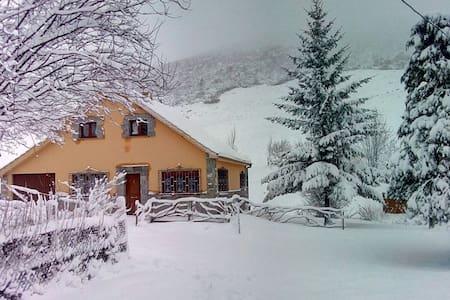 Casa de montaña en Estación de esqui San Isidro - Isoba