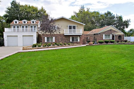 Beautiful Villa, 25 minutes from downtown Chicago - Markham