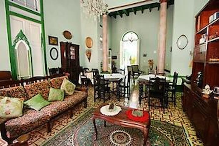 Colonial home in the heart of Havana3
