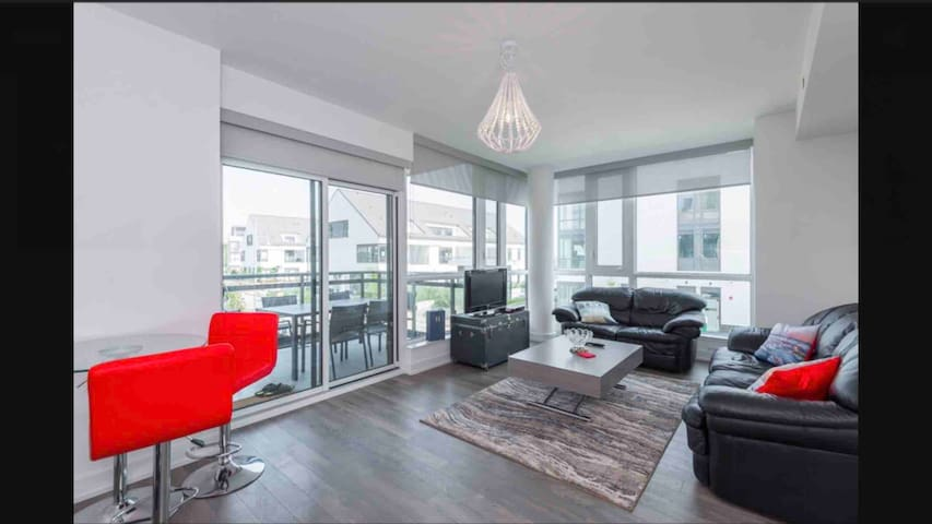 Friday Harbour 2 bed/2 bath ~1000 SqFt corner unit