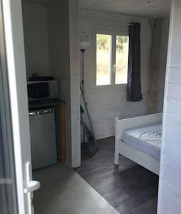 Chambre indep douche ,wc kitchenett - L'ÎLE ROUSSE - Bungalov