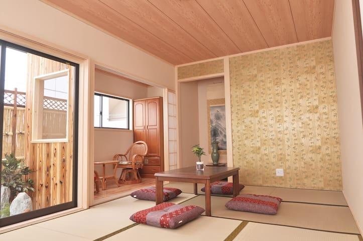 【机场直达】心斋桥、难波、道顿堀10分钟,大阪城2分钟,奢华别墅室内景观和风民宿❤有木质浴缸