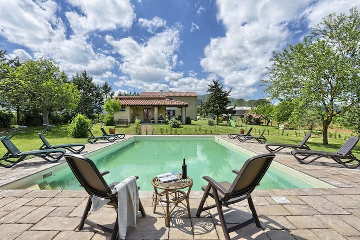 Rural Tuscany | Agriturismo le Selvole with pool