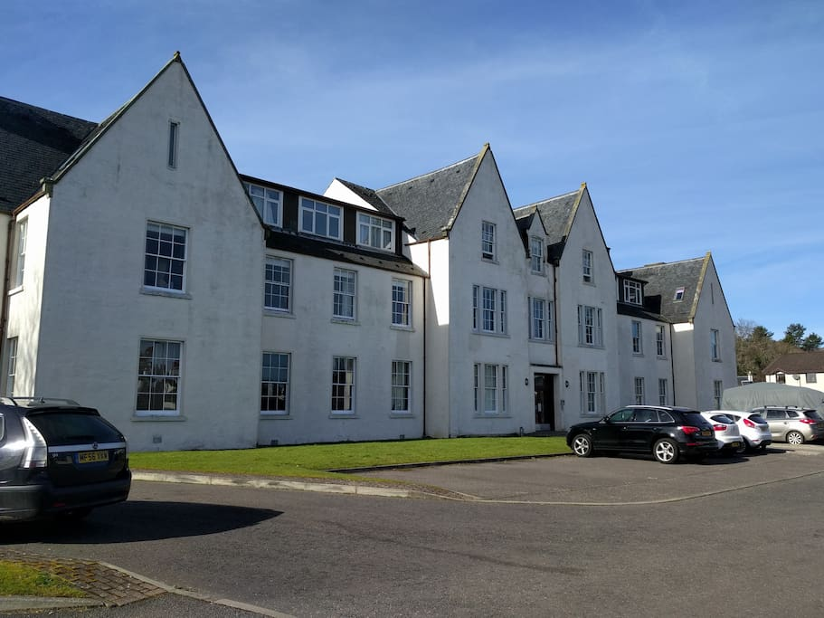 Old Court Apartments - large carpark with private space very close to main door