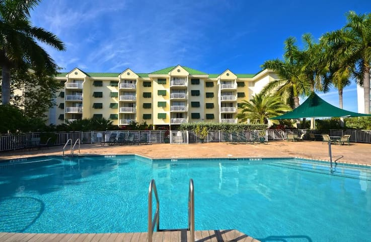 2/2 Oceanview Condo with balcony in Key West!!!