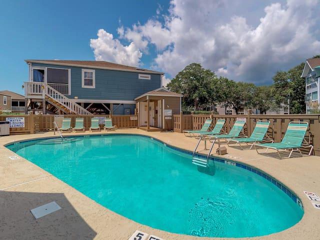 Beautiful beach home w/prime location near the ocean & shared pool!