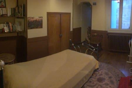 Chambre privée dans le centre - บอร์กโดซ์
