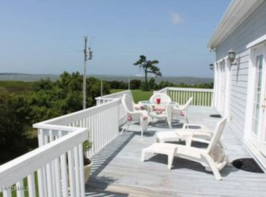 Back deck for sunning or watching boats on the Intercoastal Waterway.