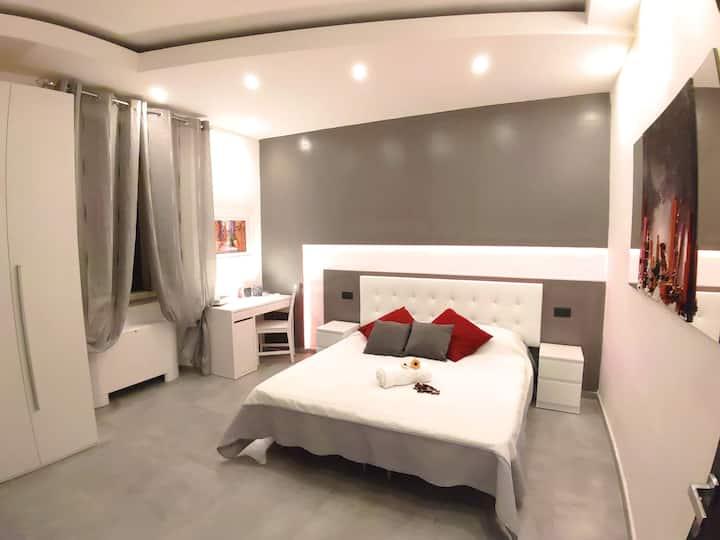 Villa Diana (Grey Room)